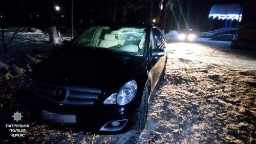 ВЧеркассах нетрезвый депутат наMercedes сбил мужчину