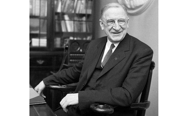 В 1957 году 75-летний Имон де Валера вновь становится премьер-министром Ирландии.