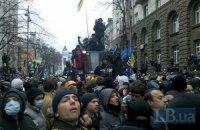 """Людей в масках возле АП организовали """"частные лица"""" (добавлены фото)"""