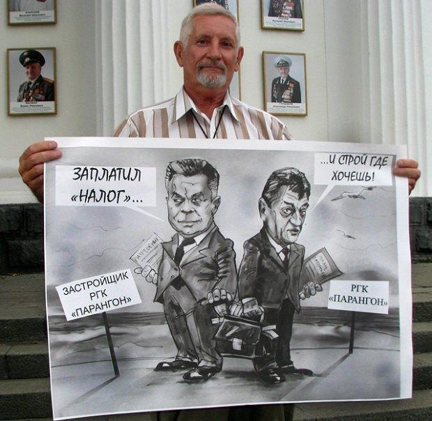 Активист Василий Федорин выступает против незаконной застройки Севастополя в августе 2015 года
