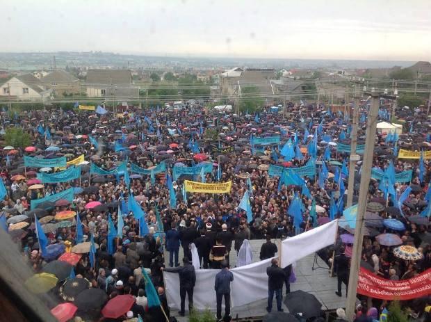 Траурный митинг крымских татар в Симферополе в 2014 году