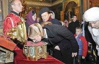 Афонские мощи привезут в Киев при поддержке Януковича?