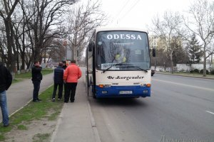 """Автобус с одесскими оппозиционерами не пустили на акцию """"Вставай, Украина!"""""""