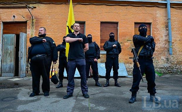 """Баррикады с Майдана нужно убрать, а каждый порядочный майдановец должен воевать на Донбассе, - замкомбата """"Азов"""" - Цензор.НЕТ 8884"""