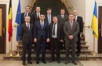 Гройсман в Европе потребовал оружия для Украины