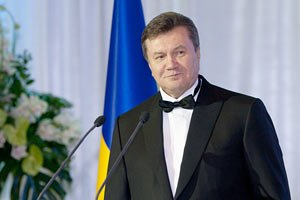 Янукович: мы развиваем и совершенствуем Конституцию