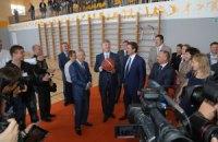 Ахметов в родной школе открыл новый учебно-спортивный комплекс