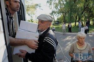 В Авдеевку завезли гумпомощь от Красного Креста
