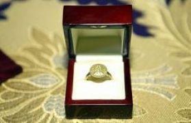 Эксперт: Подаренный Януковичу княжеский перстень - фальшивка