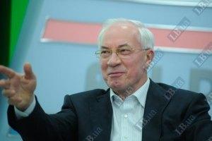 Янукович пожелал Азарову здоровья и похвалил за работу