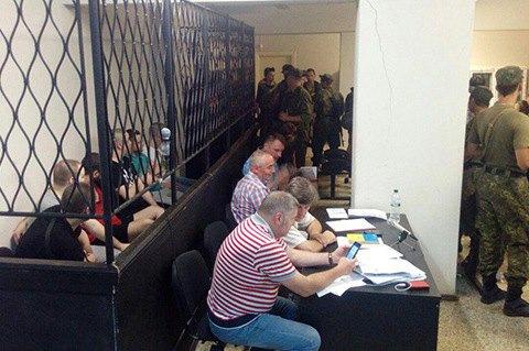 Суд на фоне беспорядков продлил арест подозреваемым в убийстве сотрудника СБУ