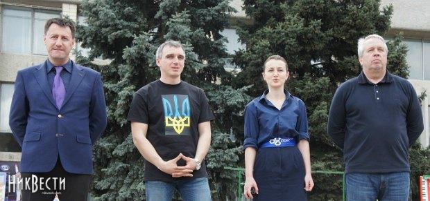 Олександр Сенкевич та Євгенія Матейчук (в центрі)