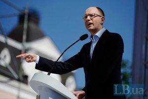 Яценюк зовет украинцев разбивать палатки