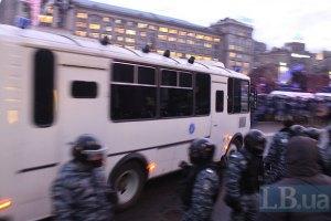 """В Василькове активисты заблокировали автобусы с """"Беркутом"""""""