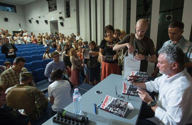 В Українському домі відбулася презентація книги про Донецький аеропорт (фото)