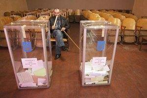 """ПР поддерживают 16,5% украинцев, """"Батькивщину"""" - 14%, - опрос КМИС"""