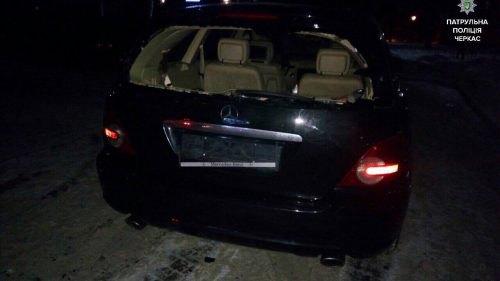 Нетрезвый депутат Черкасского облсовета устроил драку около ресторана исбил мужчину