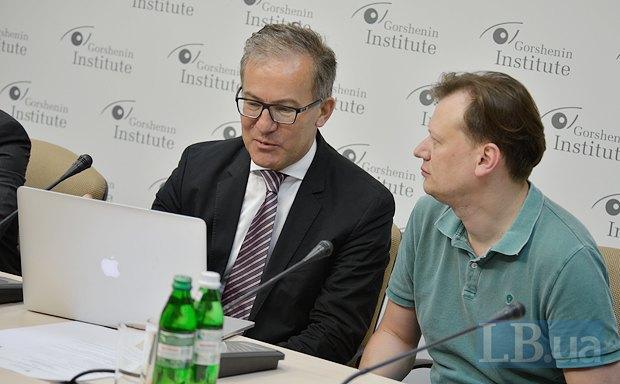 Майкл Борюцків - зліва