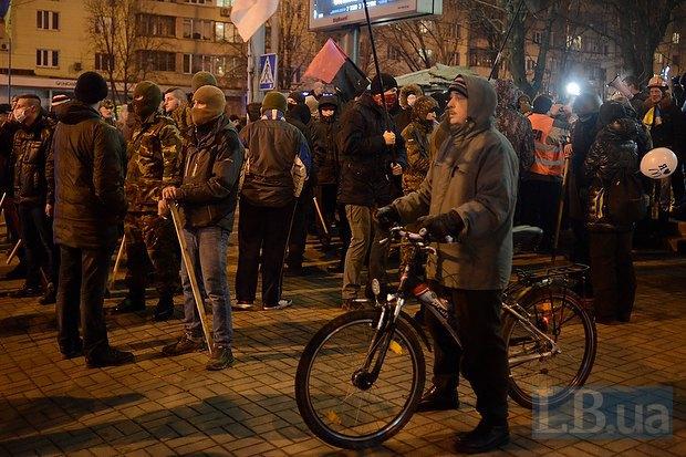 Активисты сегодня ходили пикетировать ЦИК, их остановил Беркут