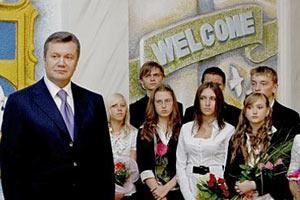 Миссия Януковича: меньше учителей, больше прокуроров и налоговиков
