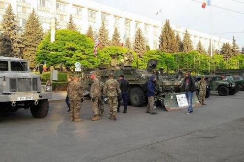 В центре Кишинева открылась выставка американской военной техники