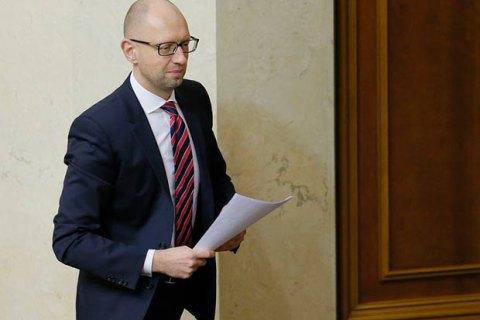 Яценюк пообещал повысить соцстандарты с 1 мая