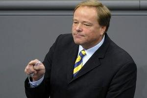 Немецкий министр отказался от поездок в Украину на Евро-2012