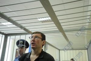 На суд к Луценко опаздывает судья