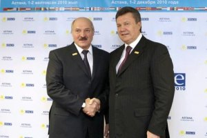 """Лукашенко напомнил Януковичу о """"интересах двух братских народов"""""""