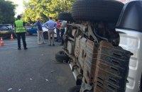В Одессе патрульный автомобиль на встречке опрокинул внедорожник