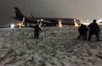 В аэропорту Калининграда самолет выкатился за ВПП