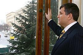 БЮТ призывает харьковчан защитить Авакова