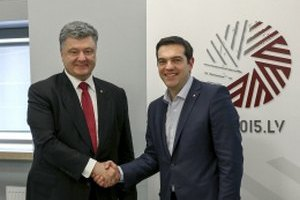 Порошенко потребовал от Греции ратификации СА