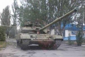 В Донецкой области замечены пять танков, семь БТРов и грузовики с боевиками