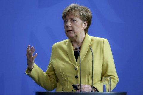 Меркель торопит Украину с выборами на Донбассе