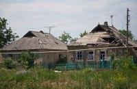 В результате обстрела боевиками Марьинки пострадала местная жительница