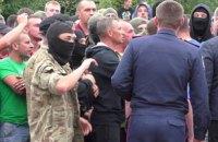 В столкновениях с копателями янтаря в Ровенской области пострадали два милиционера