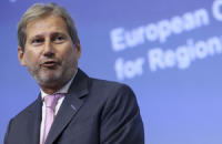 Еврокоммисар Хан пообещал Украине безвизовый режим до октября
