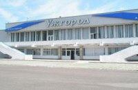 """Аэропорт """"Ужгород"""" временно закрыли из-за нарушений правил безопасности"""