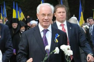Азарову заказали цветы по 180 гривен за штуку