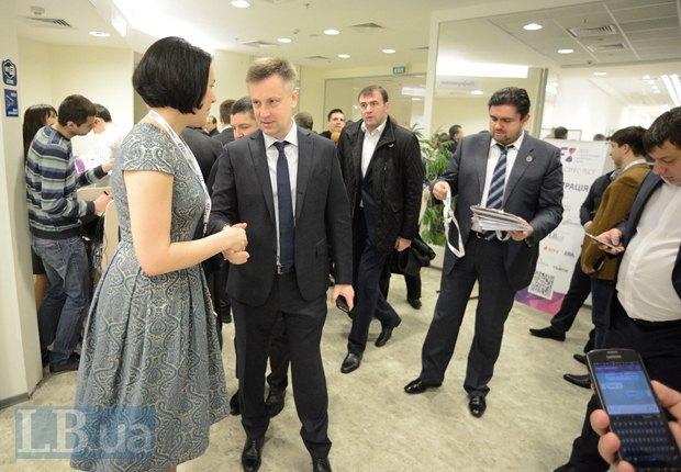 Соня Кошкина, Валентин Наливайченко, глава Службы безопасности Украины и советник Наливайченко Макриян Лубкивский(справа)