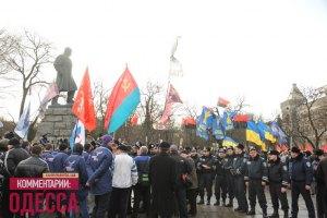 В Одессе одновременно жгли флаг ОУН-УПА и слушали кобзарей