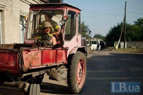 Трактор с двумя людьми подорвался на мине в Донецкой области