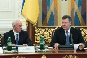 Янукович и Азаров поздравили работников ракетно-космической отрасли