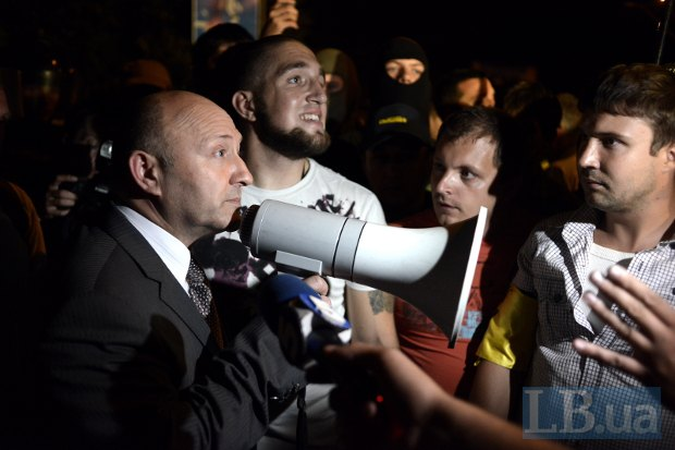 Валерий Коряк во время штурма Святошинского РОВД