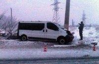 В Славянске микроавтобус с пассажирами врезался в столб