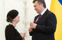 Мать Гонгадзе выпила шампанского с Януковичем