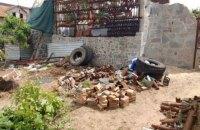 Житель Мелитополя оградил дом забором из боеприпасов