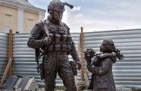 """В Симферополе открыли памятник """"вежливым людям"""""""
