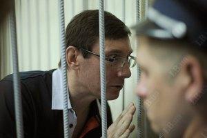 Луценко: «На первый, после Юлиного ареста, суд нас везли в одном автозаке. Конечно, я балагурил – отвлекал ее внимание»